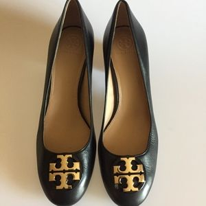 Tory Burch Janey 50MM Leather Pump in Black/Gold